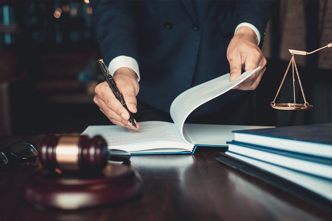 dieses Foto zeigt Gegenstände aus dem Rechtswesen